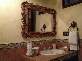 Hotel Los Pasos - our bathroom